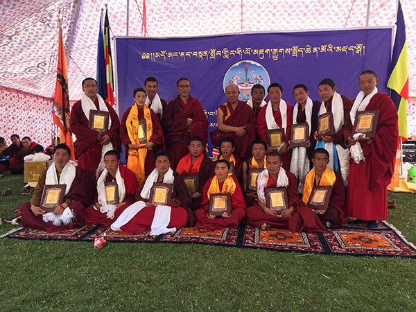 Khenpo giving certificate to the monks in Duomang